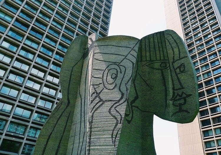 Picasso sculpture front Silver  - caviardujour | ello