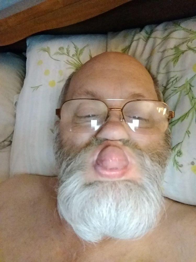 bed - parighttobeararms | ello