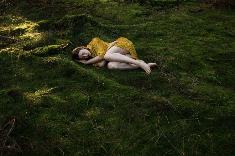 2017 - selfportrait, forest, contrast - juliakraemer | ello