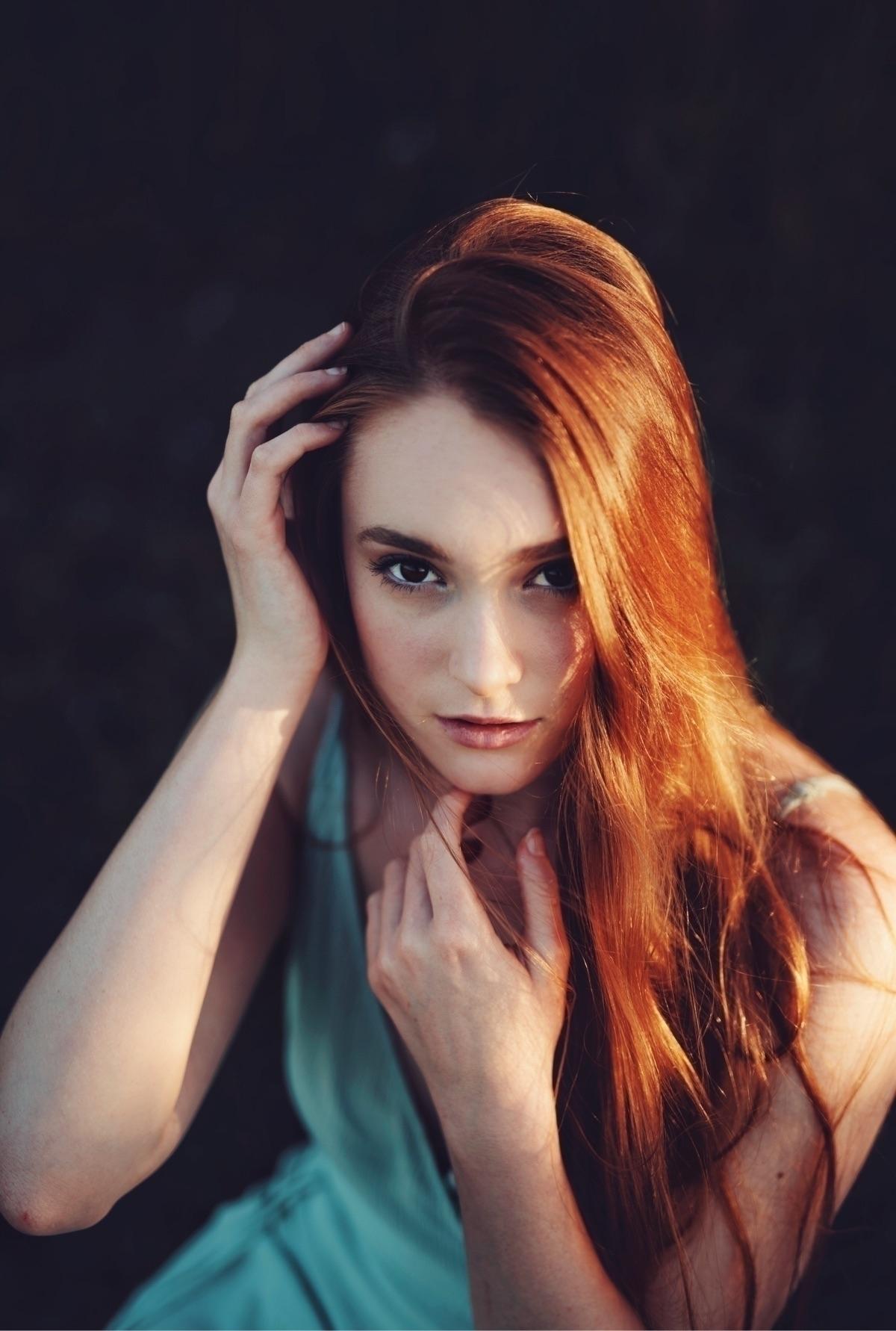 Chloe Wells (2017 - samkmarie | ello