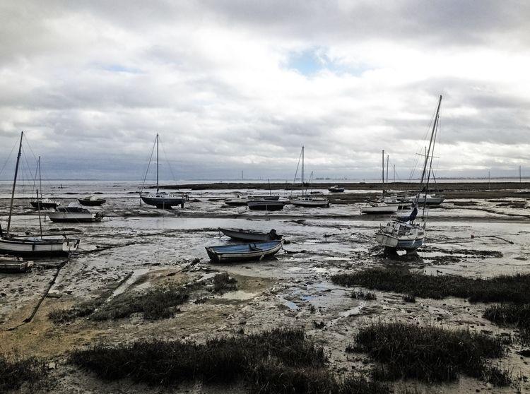 boats, dejected mudflats Thames - phil_levene | ello