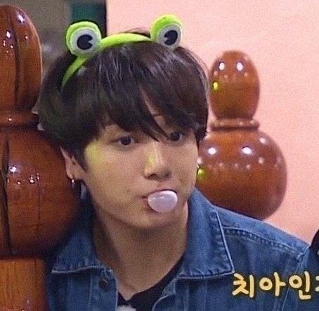 soo cutee:sob::cry - jungchookpics | ello