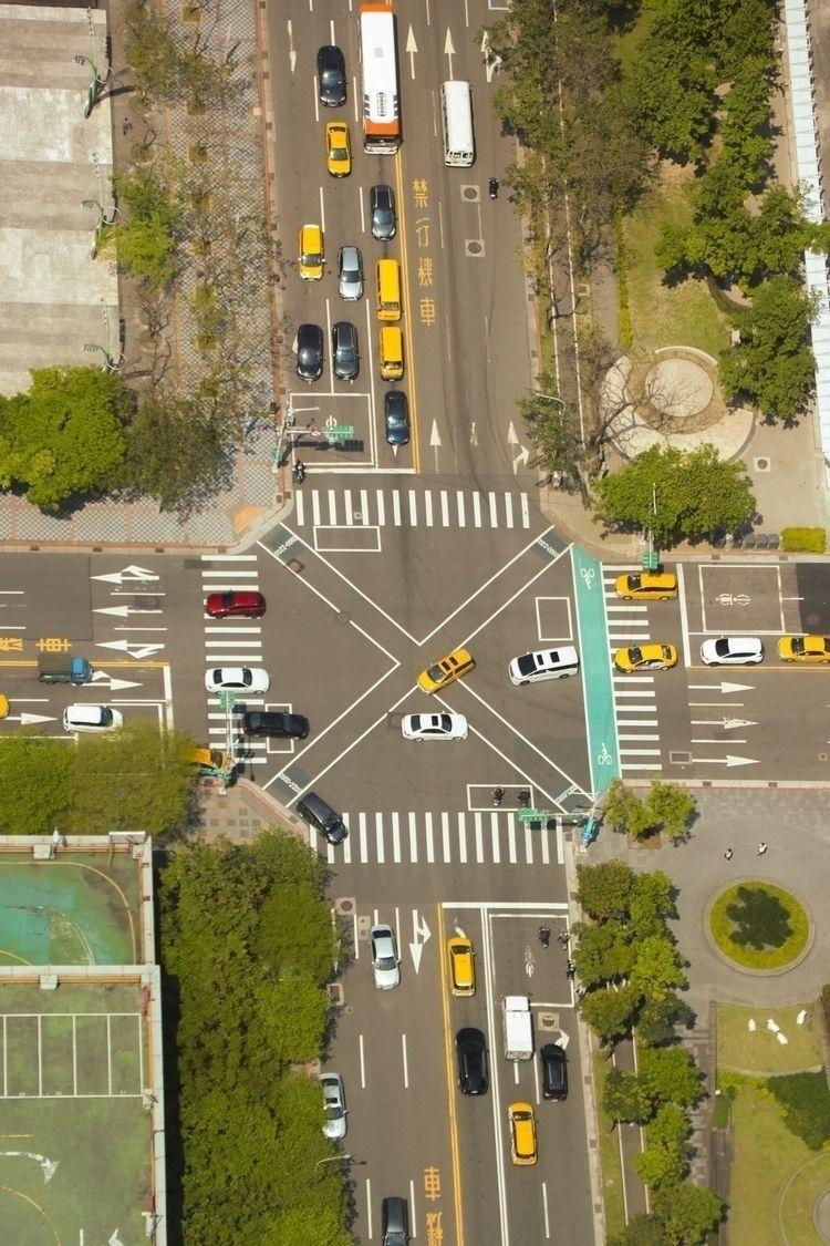 lines overlap - urban, street, Taiwan - astrudcasas | ello