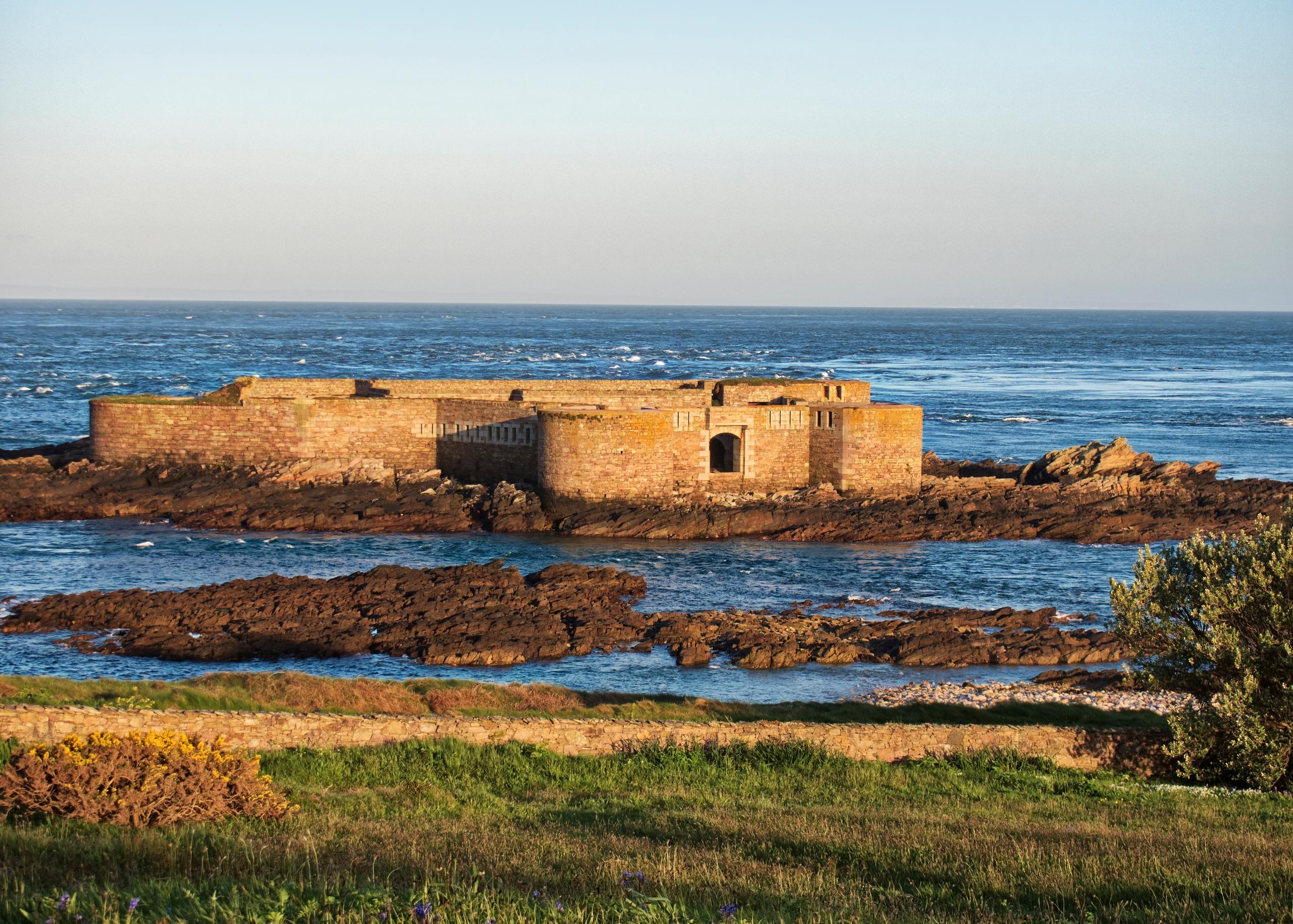 Fort Houmet Herbe Alderney - Vi - neilhoward | ello