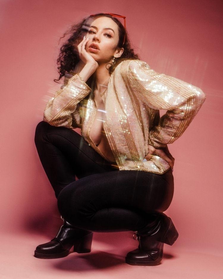 Model: Mika - fashion, vintage, vegas - enriquemphoto | ello