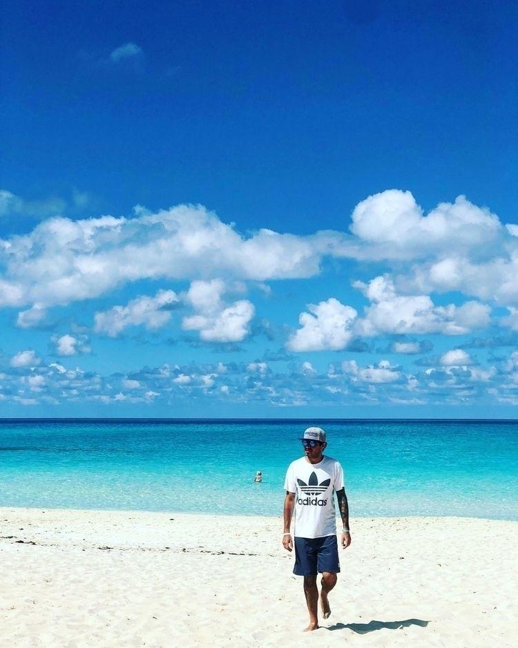 holiday, lifestyle, beach, cuba - _moreless_ | ello
