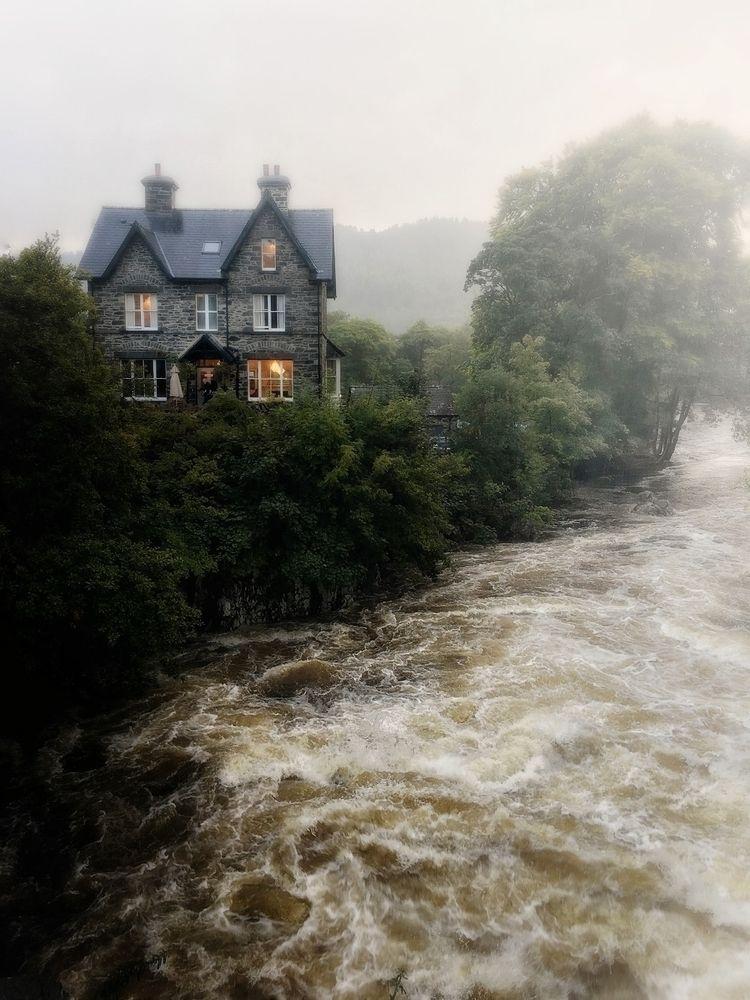 River Llugwy Snowdonia, approac - julian_calverley | ello