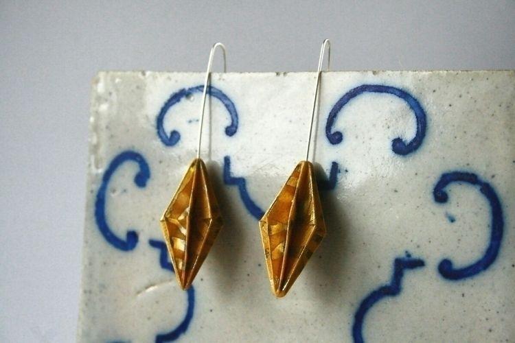 Gold tile / Ouro sobre azulejo  - laumedesign | ello