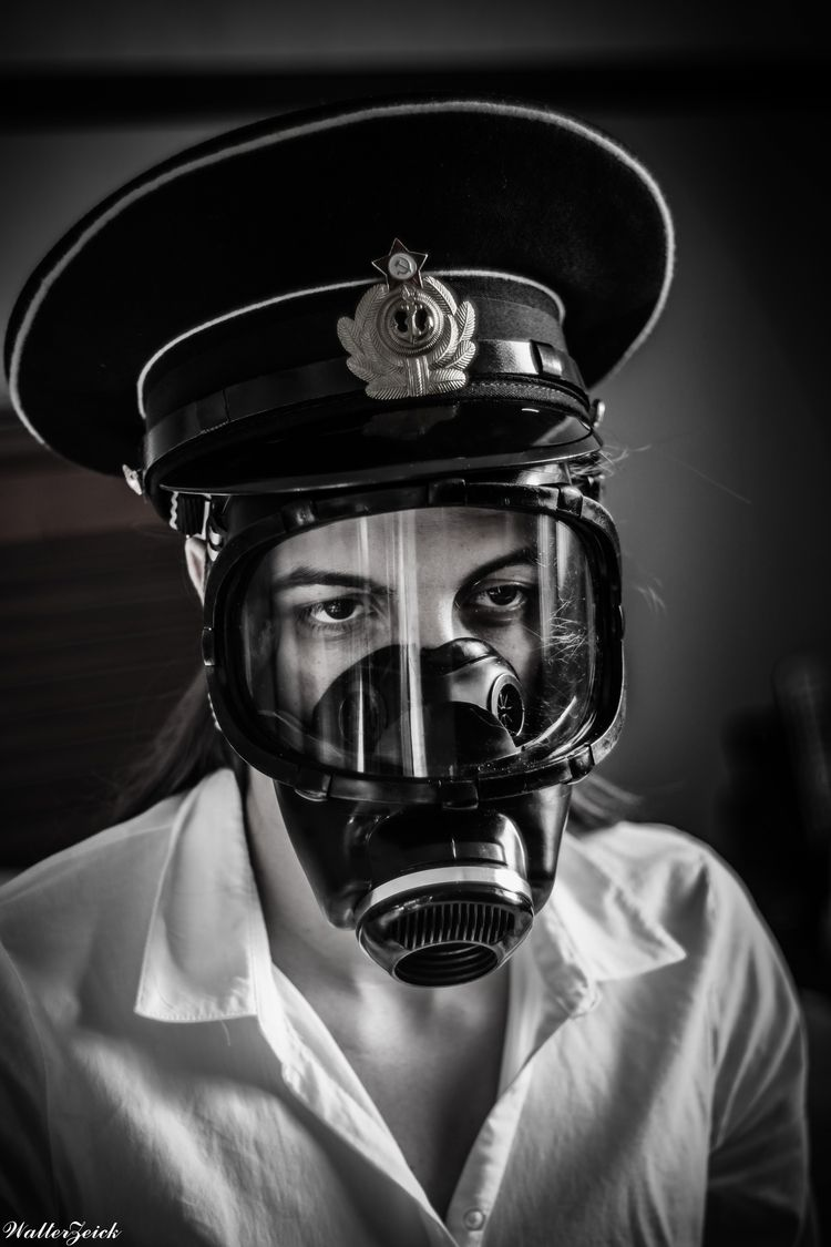 World ! Chinon 55mm f1.7 - gasmask - walterzeick | ello