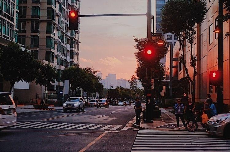 Dusk 32nd Street - streetphotography - xtofchua | ello