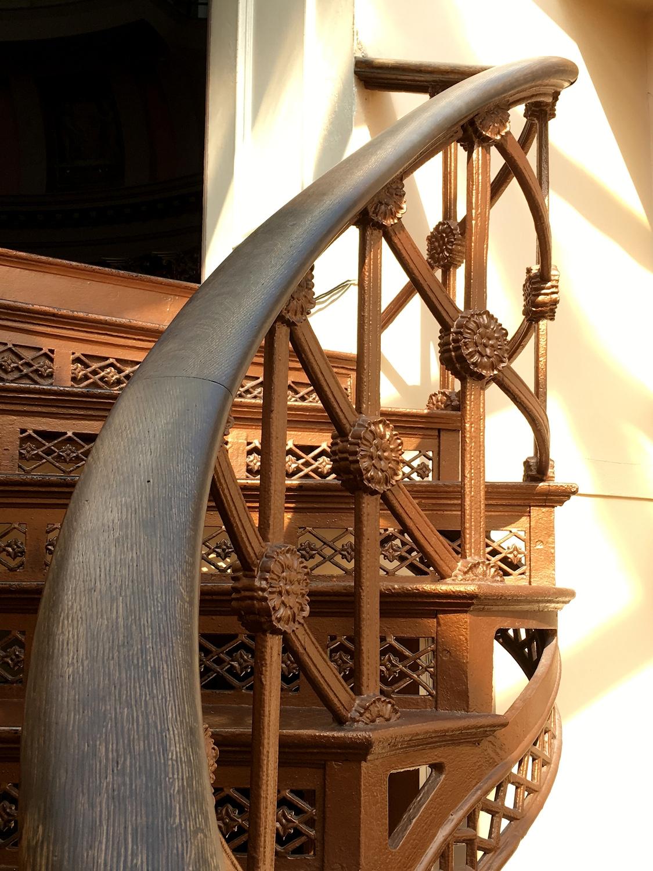 1286. stairs climb top rotunda  - moosedixon | ello