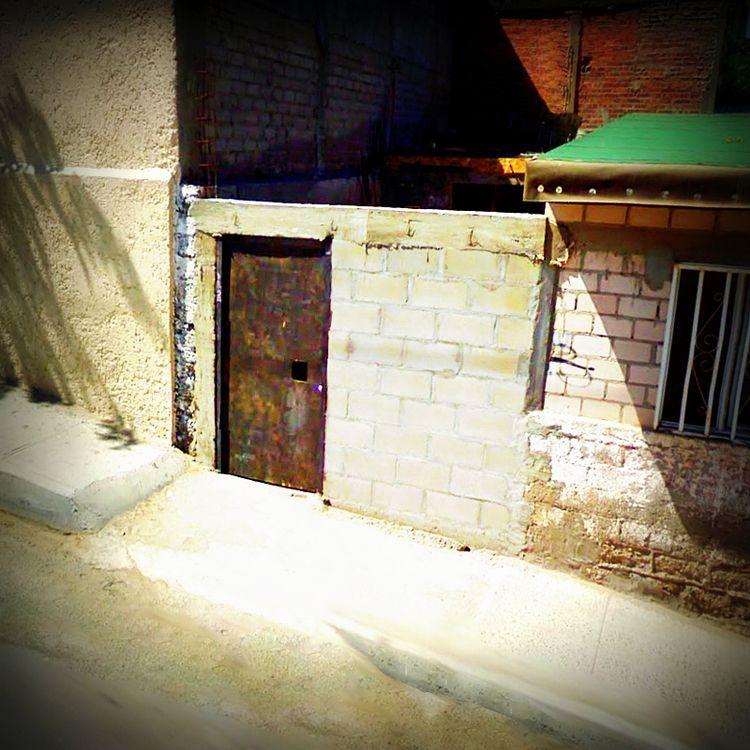 Square - rephotography, door, Mexico - dispel | ello