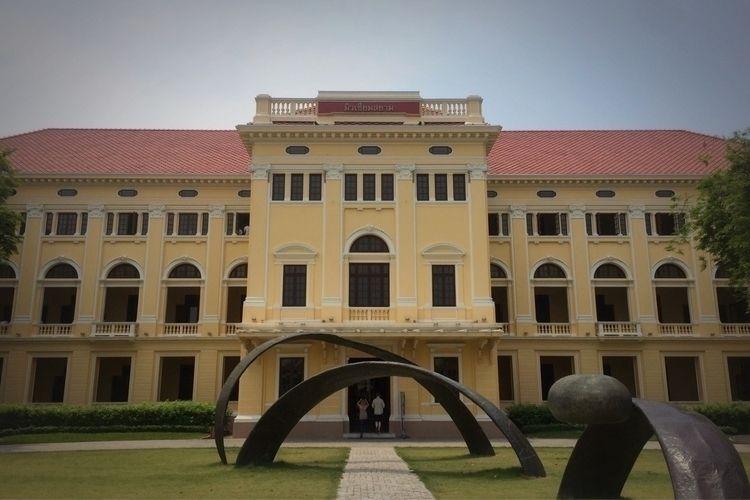 Pic 1: Museum Siam, Pra Nakhon  - crappyfoto | ello