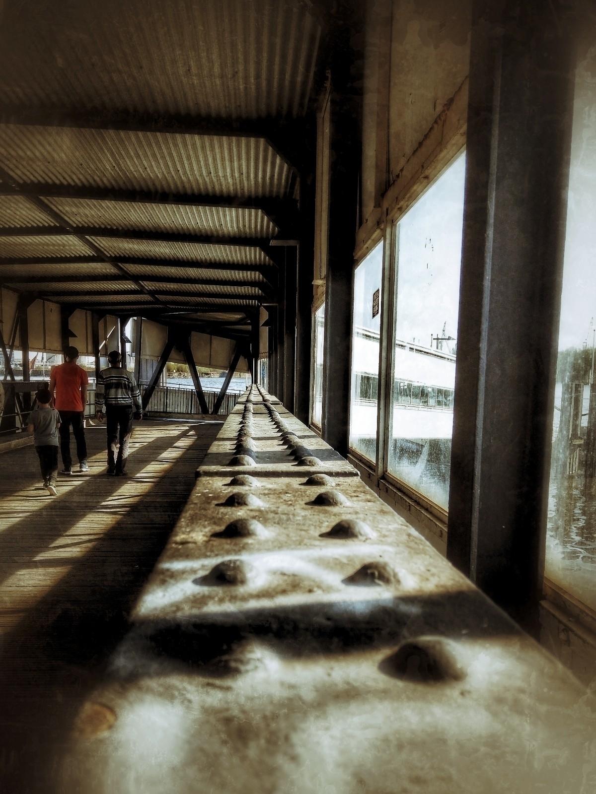 Covered bridge, quiet - Hamburg. - c_wal | ello