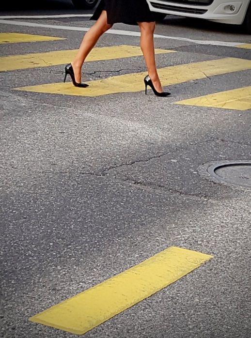 | Pedestrians Priority! Rue des - ziolele | ello