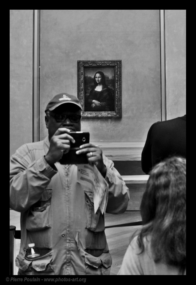 GUIDE BOOK shot Louvre Museum,  - pierrep-fifoblog | ello