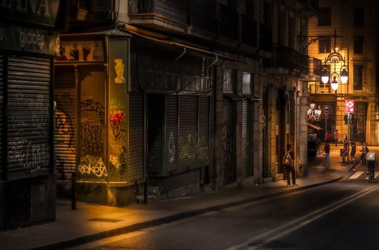 Barcelona, people walking socia - rickschwartz   ello