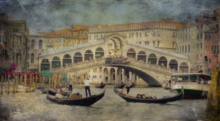 boats front Ponto Rialto Venice - shaundunmall | ello