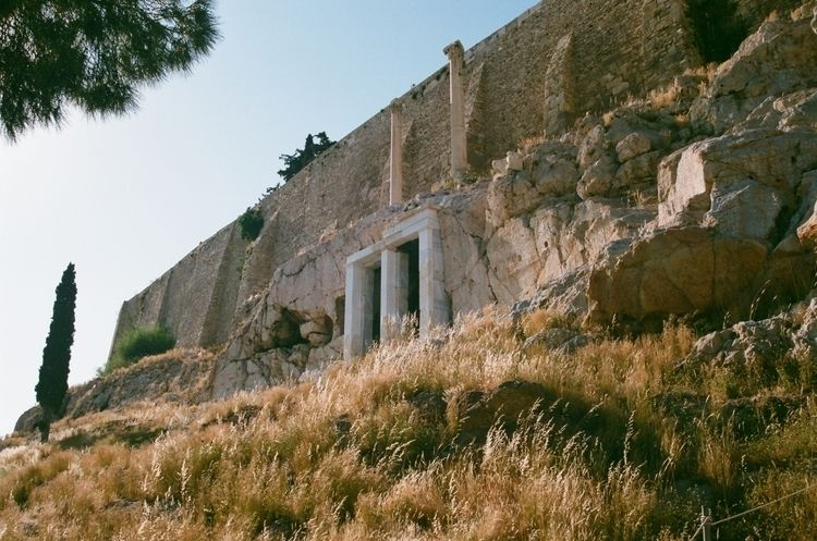 Ακρόπολη 〜 Acropolis - filmphotography - ferreira-rocks | ello