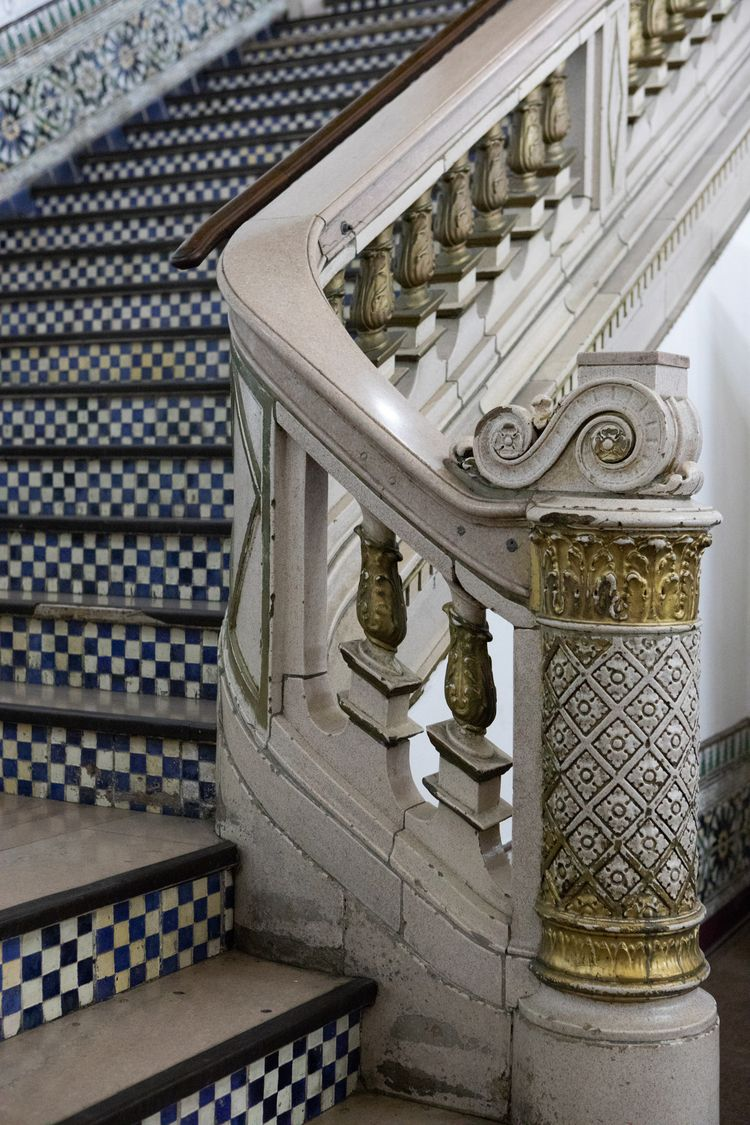 Staircase, State Theater, DTLA  - odouglas | ello