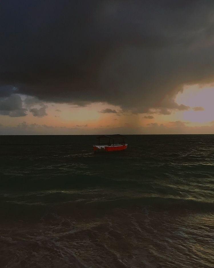 Raining boat. Submitted Ello Ar - henriqueoli | ello