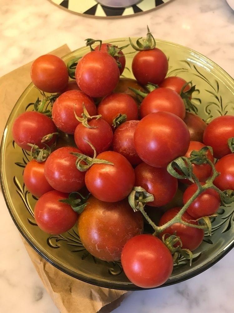 glut tomatoes season. pretty Ir - usual_anomaly | ello