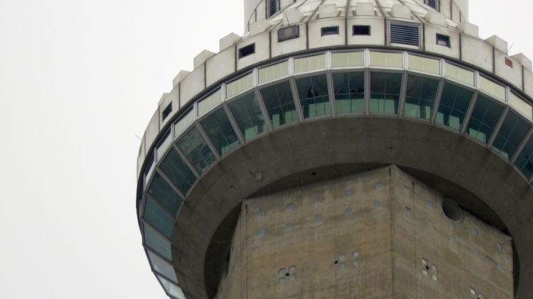 Closeup Skypod CN Tower, Toront - koutayba   ello
