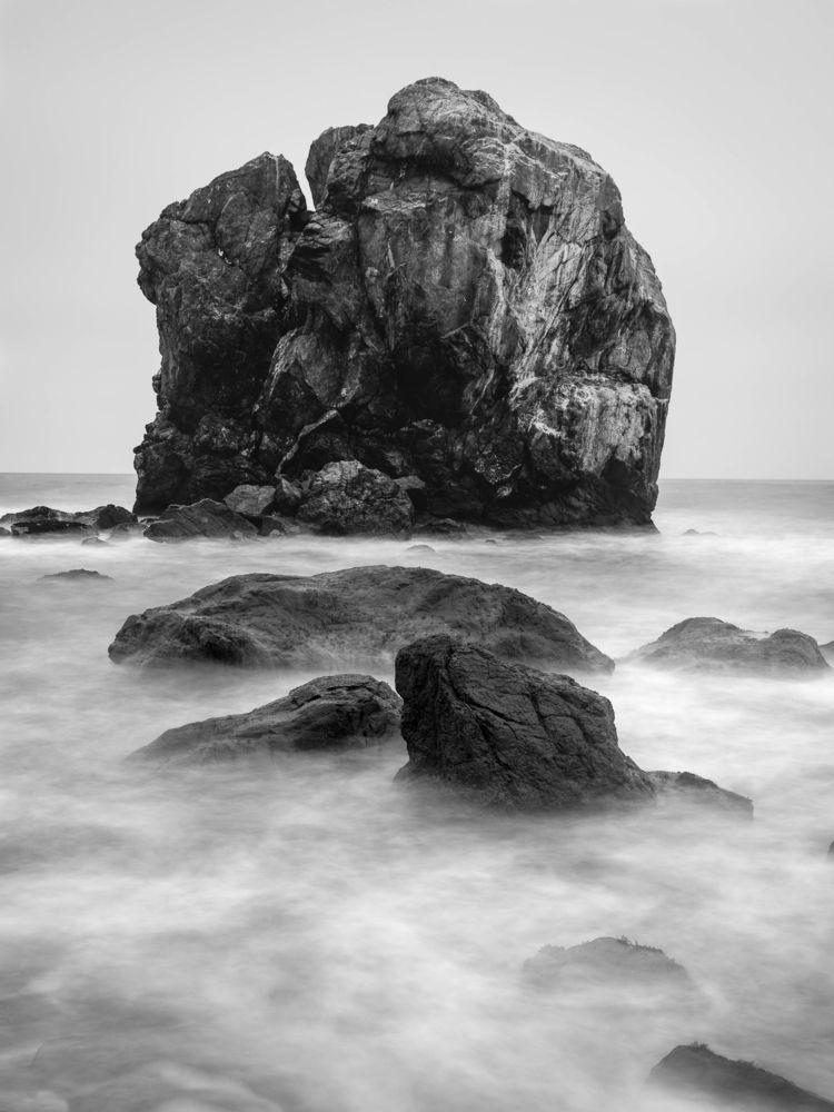 stormy ocean rolls rocky coast - toddhphoto | ello