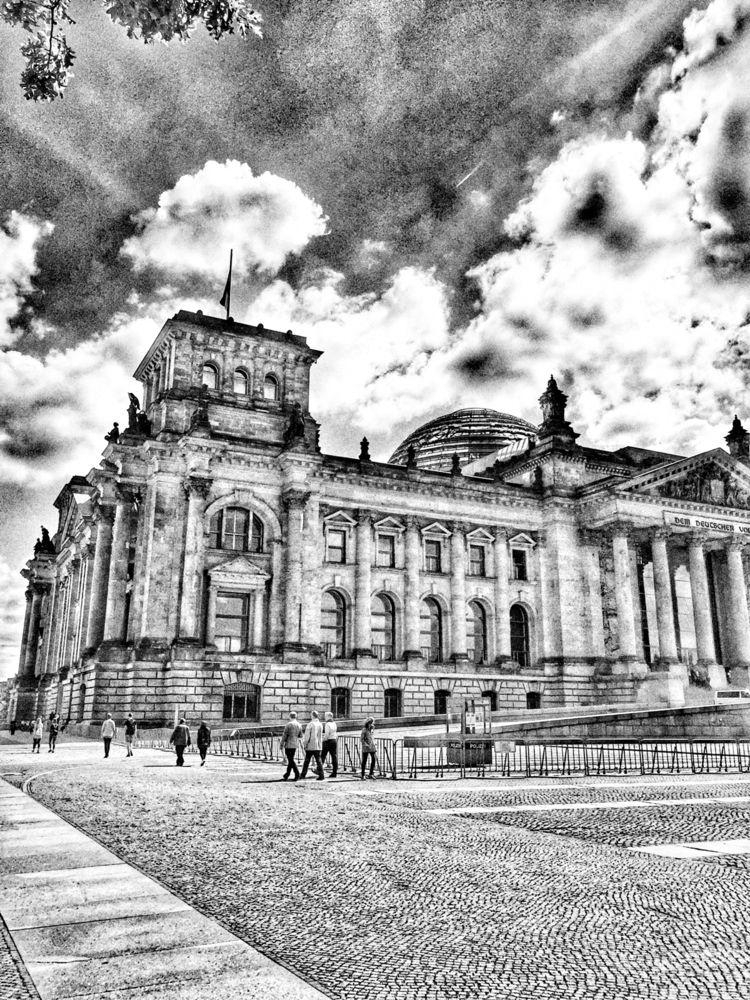Berlin Reichstag  - berlin, germany - renspacemadness | ello