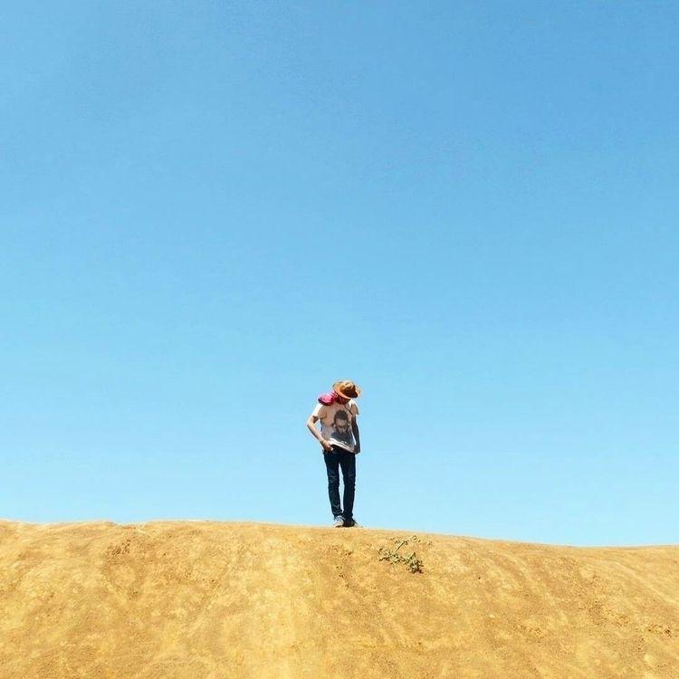 minimalist content - takeiteasy - noorman | ello