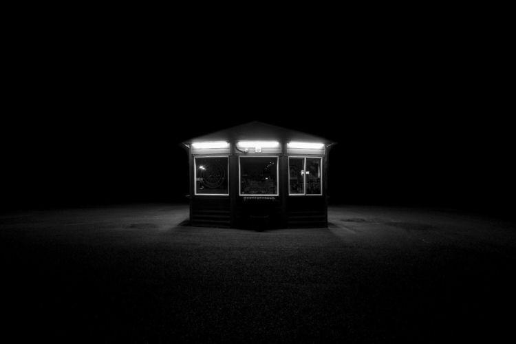 Night scene - Coffee Stand - hermiston - chrishuddleston | ello