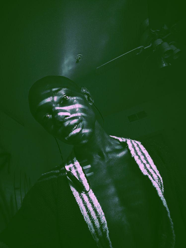 BLACK LIGHT - androd24 | ello
