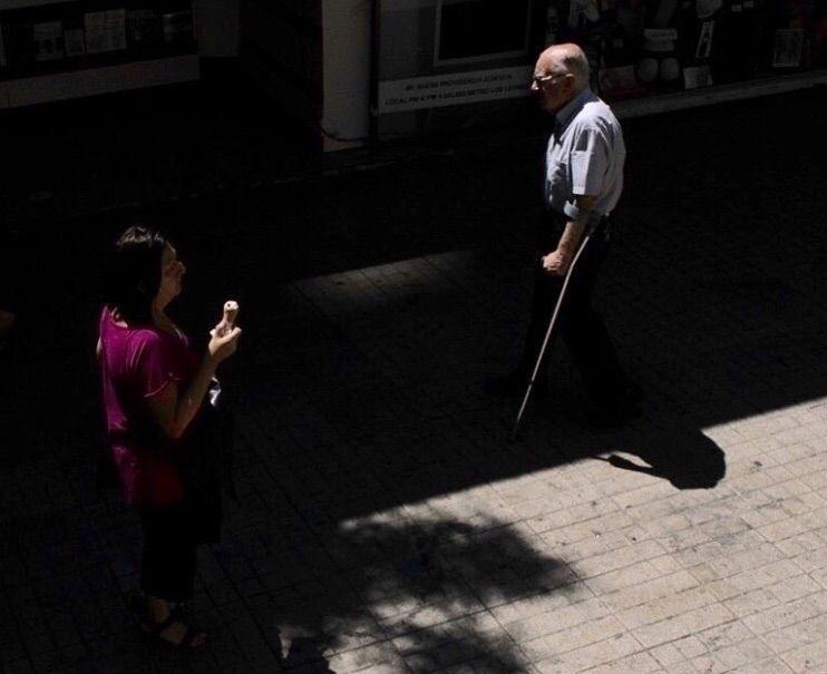 anciano una mujer se acerca ent - franciscoyaba | ello