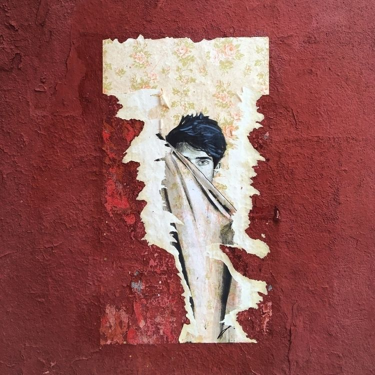 Hide seek - Madrid, Lavapies, TirsoDeMolina - antoniofse | ello