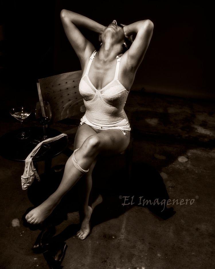 Clara story - lingerie, frustration - elimagenero | ello