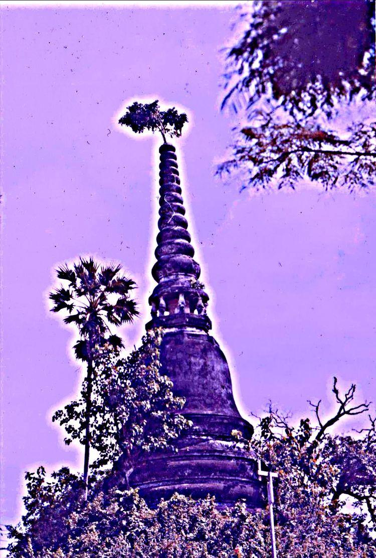 Lost Cambodia - charlylynx | ello