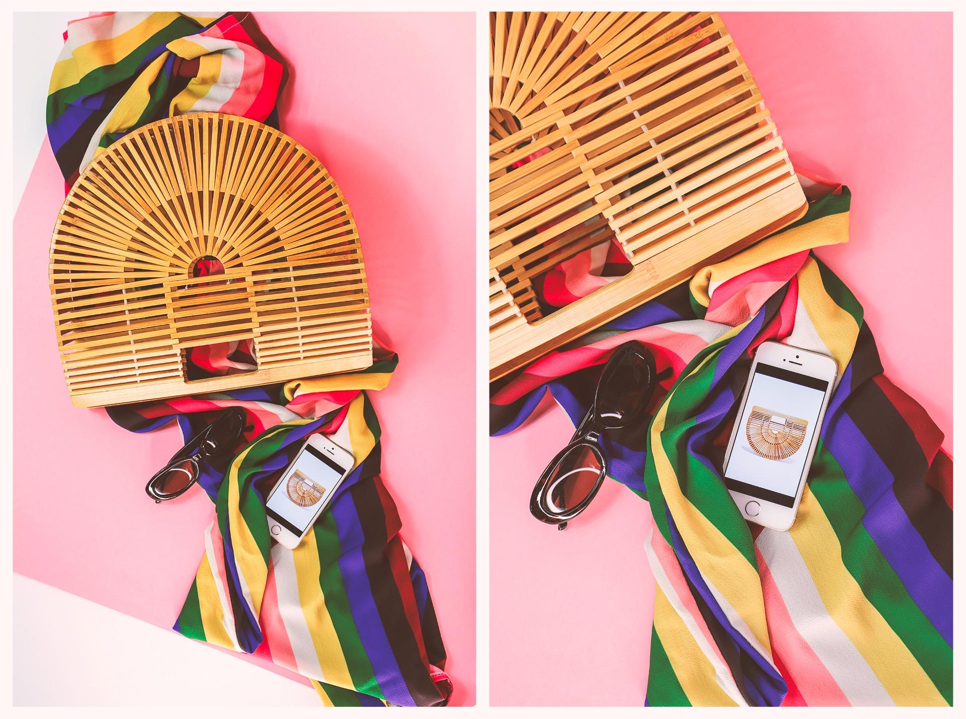 Obraz przedstawia dwa zdjęcia bambusowego koszyka leżącego na kolorowej tkaninie w paski. Widzimy również okulary przeciwsłoneczne i telefon.