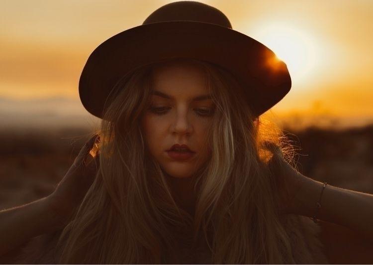 Inspired lights desert sunset.  - seemythirdeye | ello