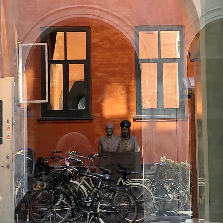 cour à - Copenhague, Copenhagen - hervepizon | ello
