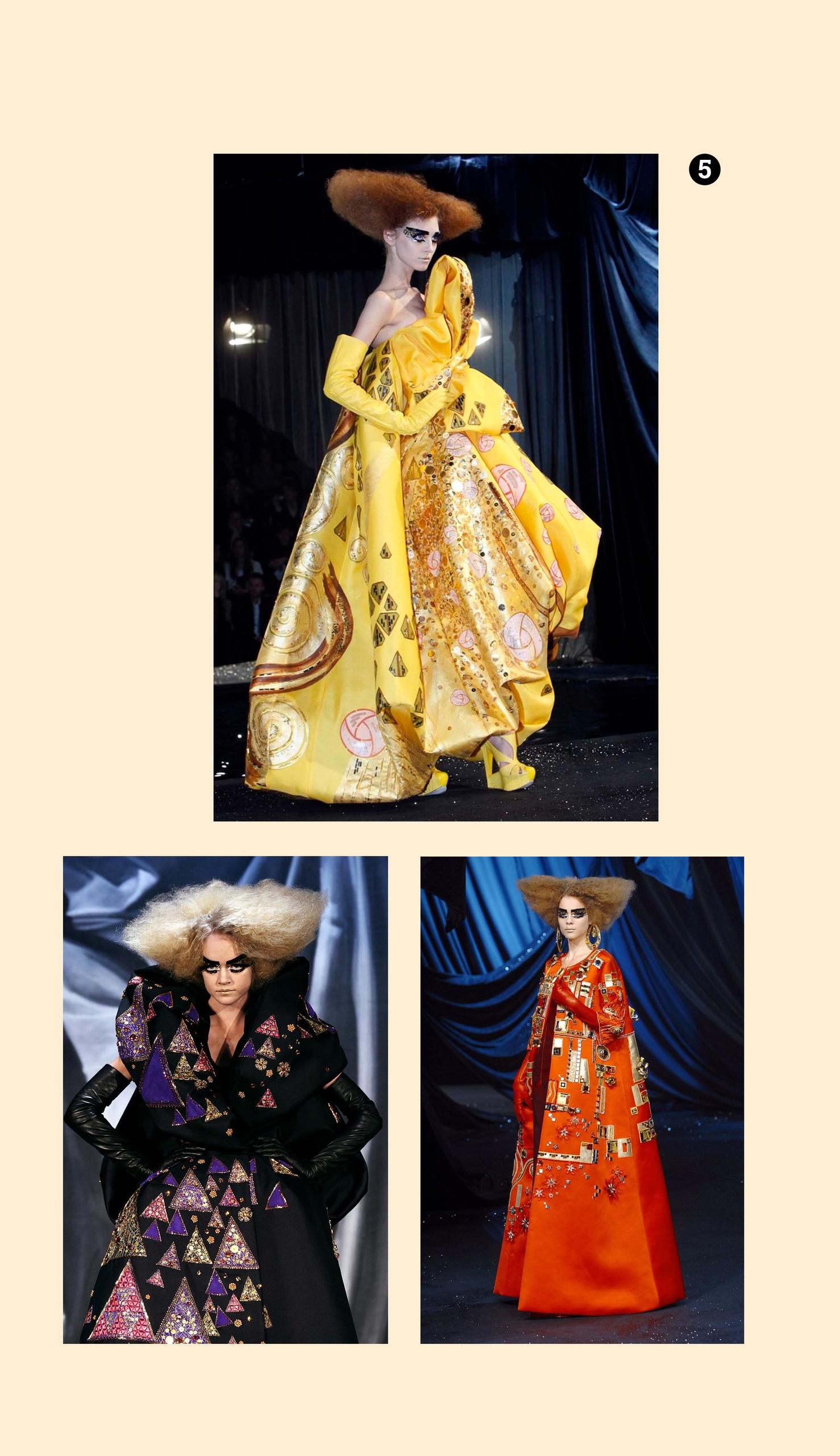 Obraz przedstawia trzy zdjęcia modelek na wybiegu. Zdjęcia na jasno-żółtym tle.