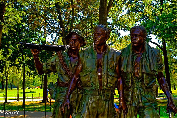 Statue Vietnam Memorial - vin113   ello