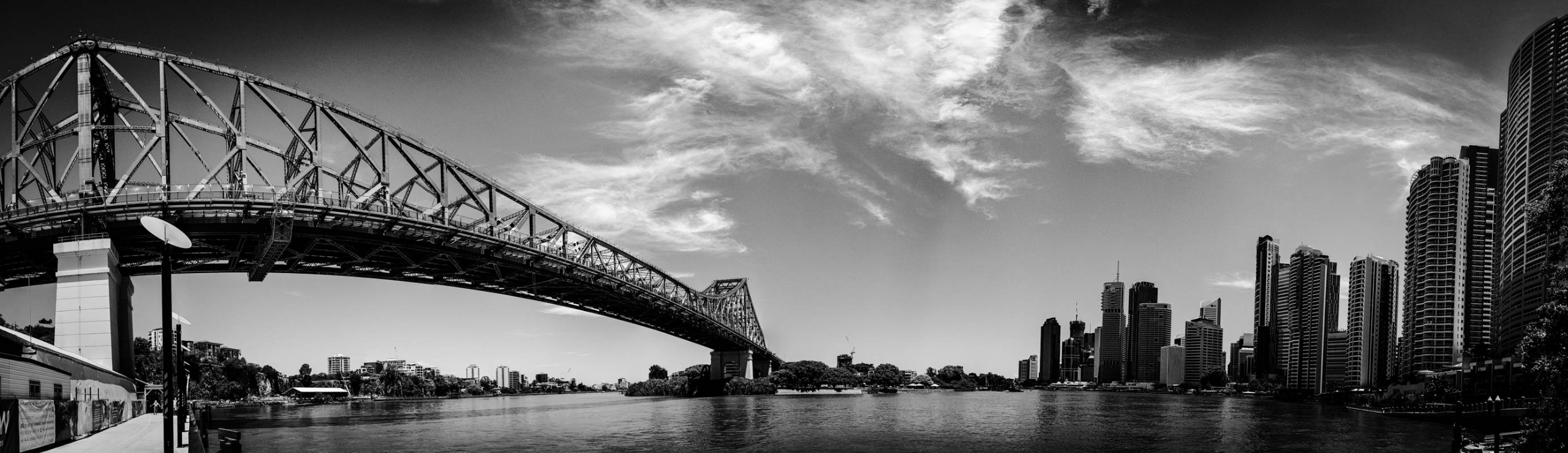 Brisbane CBD River Story Bridge - daphot | ello