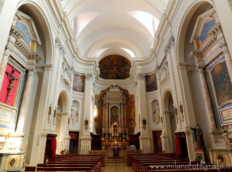 (#Italy): Interior Church San B - milanofotografo | ello