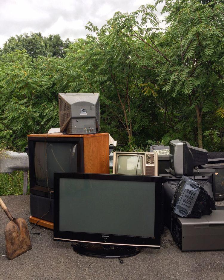 Cloudy chance TVs - photography - alon | ello