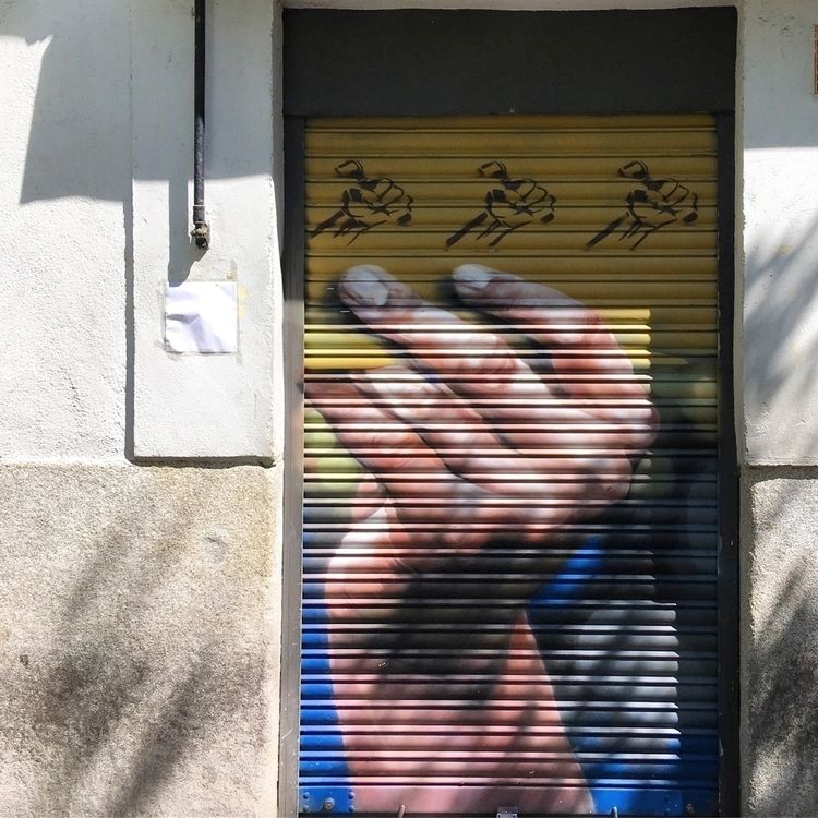 Raised fist - Madrid, Lavapies, streetart - antoniofse | ello