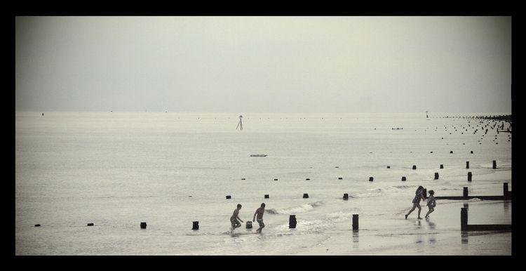 Frinton Sea, Essex, UK. (2018 - sea - phil_levene   ello