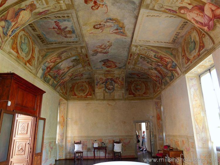 ( Frescoed hall Cavernago. Fusi - milanofotografo | ello