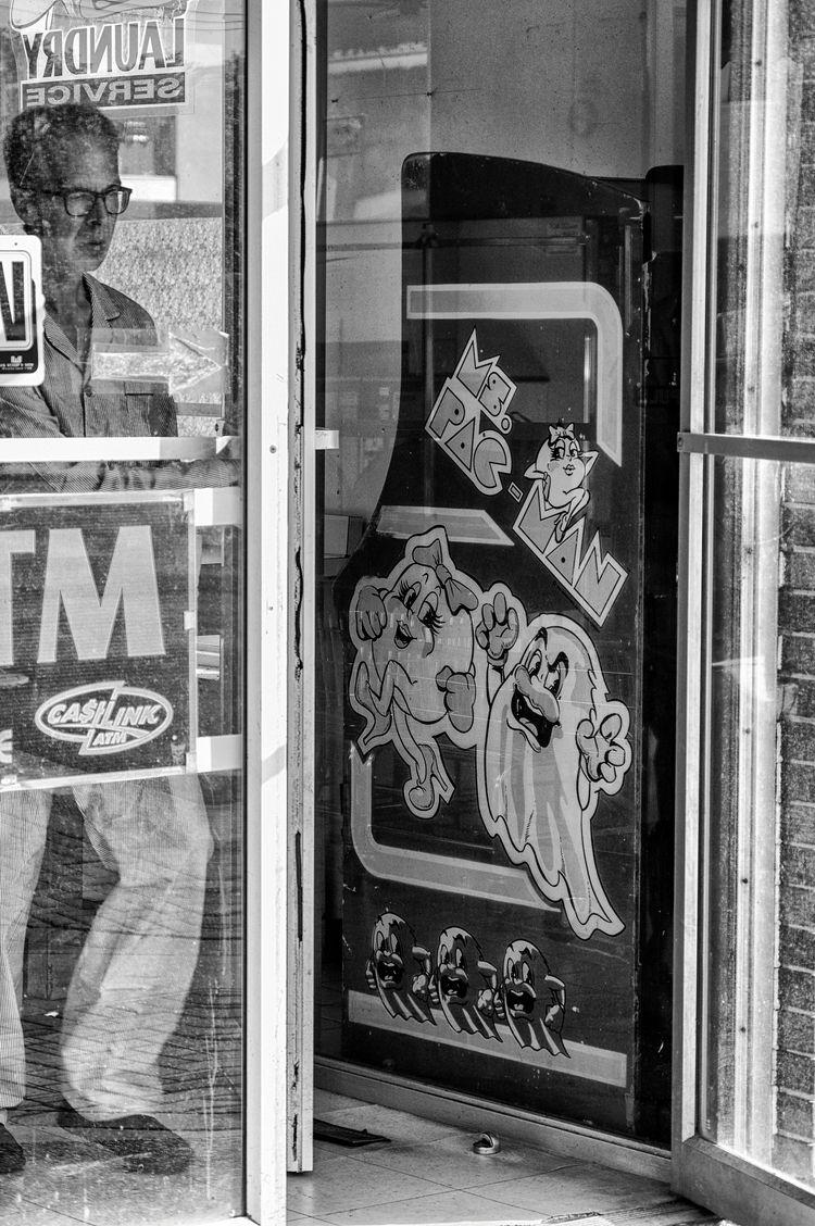 Ms. Pac Man... laundromat. arca - jeff_day | ello