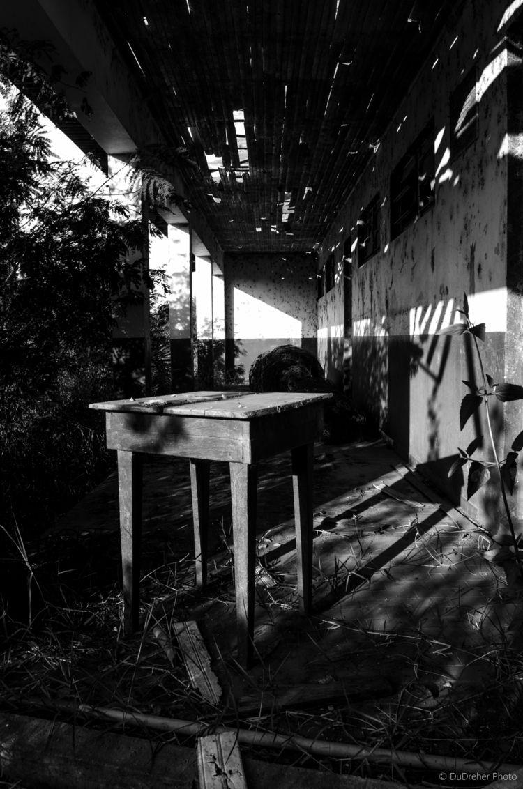 Escola abandonada, interior da  - dudreher | ello