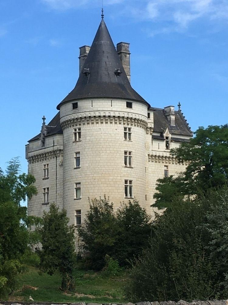 Verneuil-sur-Indre Château Fran - oceanromeo | ello
